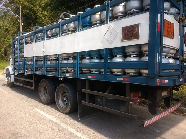 Resultado de imagem para caminhão de gas